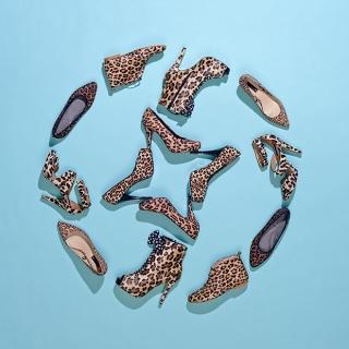 Взгляд снизу: как женщины начали борьбу с обувью на каблуке