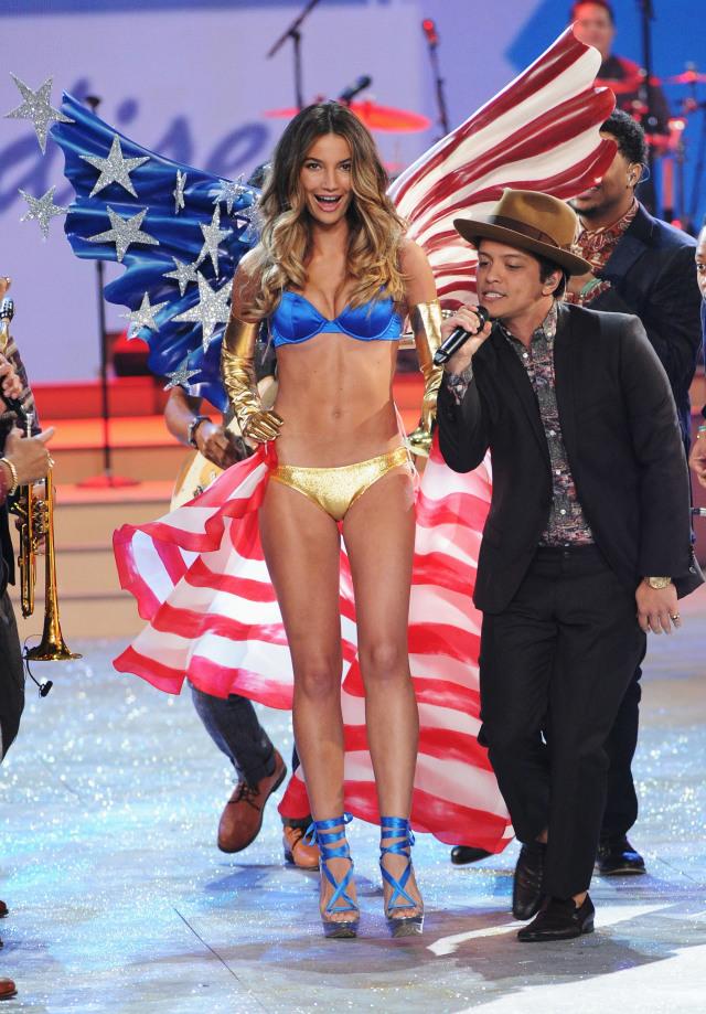 Victoria's Secret Fashion Show Бруно Марс