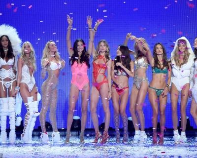 Бехати Принслу, Кэндис Свейнпол и Карли Клосс предались ностальгии по Victoria's Secret Fashion Show-430x480