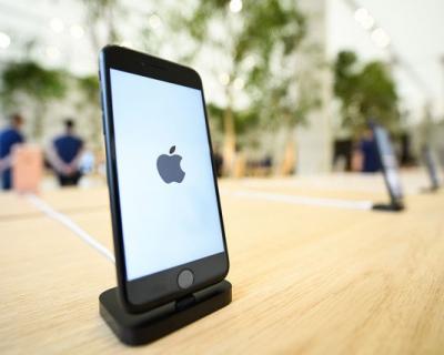 Свершилось: новое стекло для iPhone защищает гаджет даже от ударов молотком-430x480