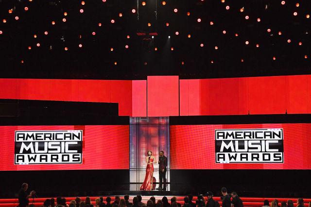 Эмоциональная речь Селены Гомес, наряды Джиджи Хадид и самые яркие выступления: все новости American Music Awards 2016-320x180