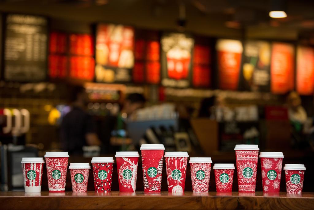 Коллекция новогодних чашей Starbucks