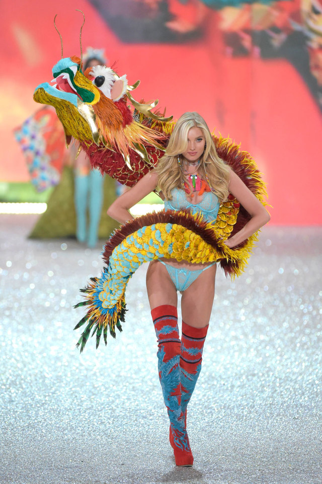 Эльза Хоск на Victoria's Secret Fashion Show 2016