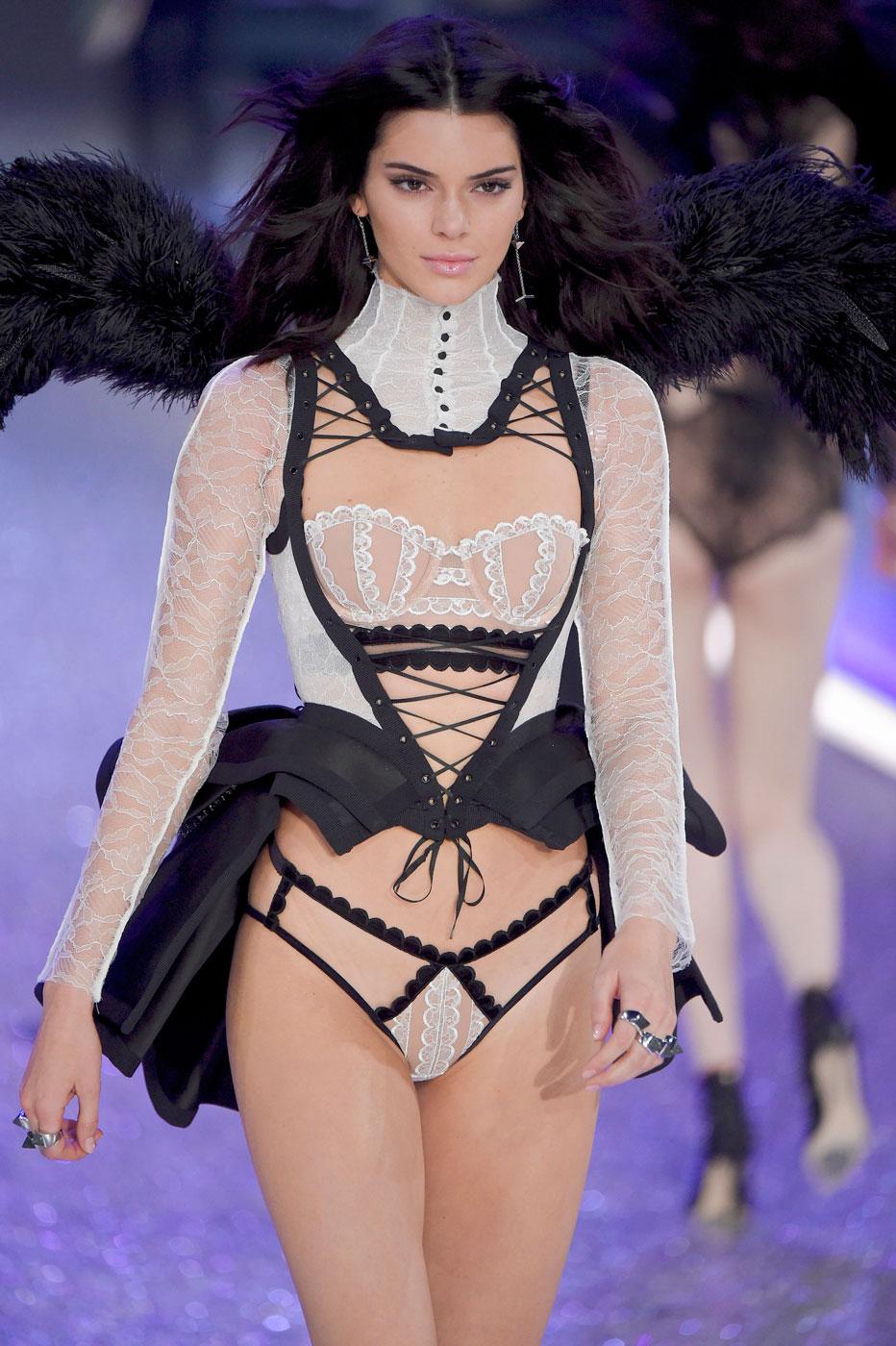 Кендалл Дженнер на Victoria's Secret Fashion Show 2016 - фото