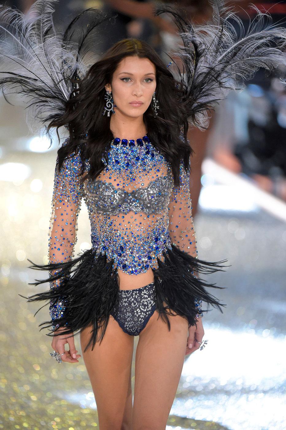 Белла Хадид на Victoria's Secret Fashion Show 2016 - фото