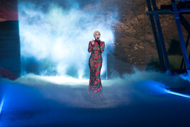 Леди Гага на Victoria's Secret Fashion Show 2016