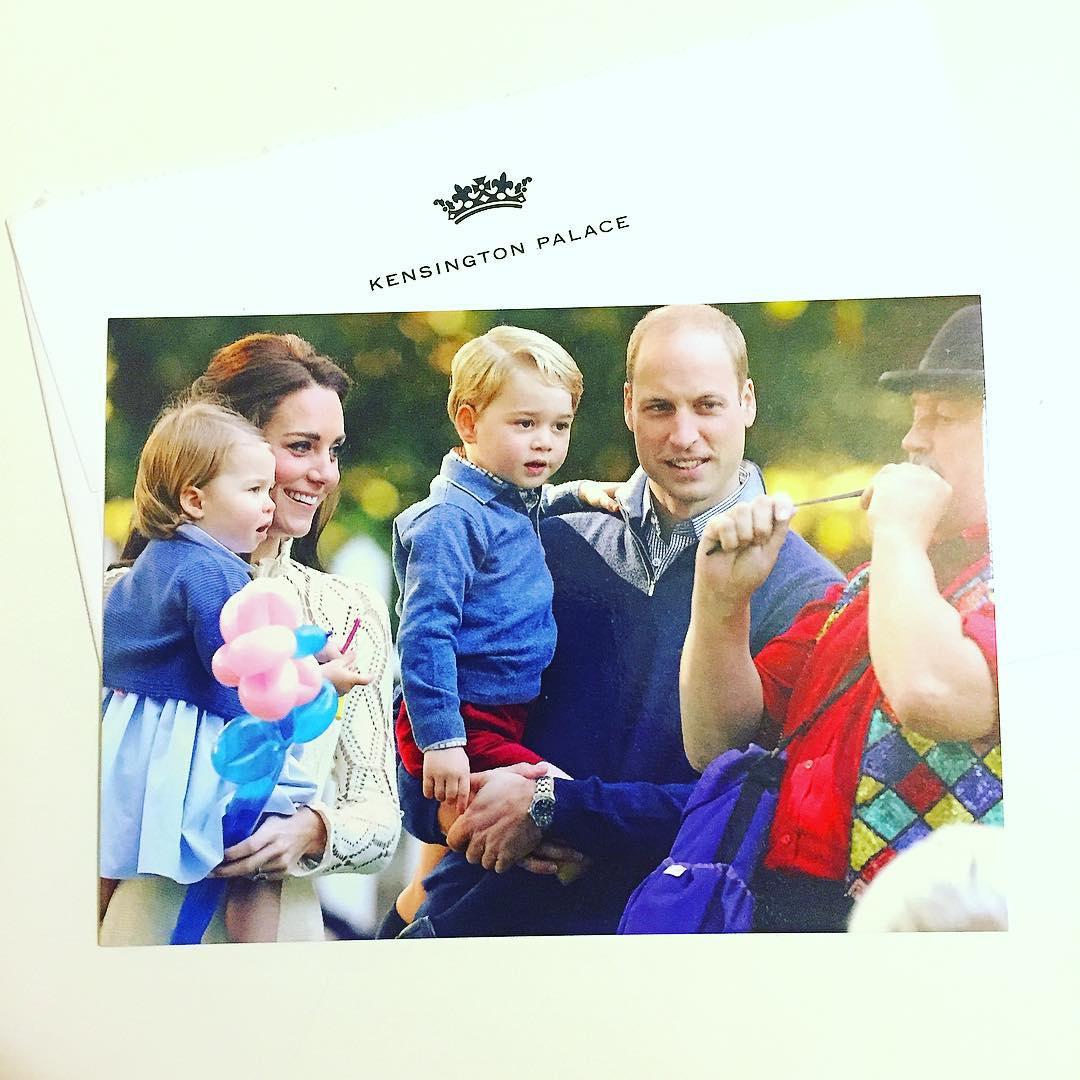 Рождественская открытка с королевской семьей