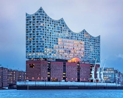 От скандального долгостроя до символа города: в Гамбурге открылась Эльбская филармония-430x480