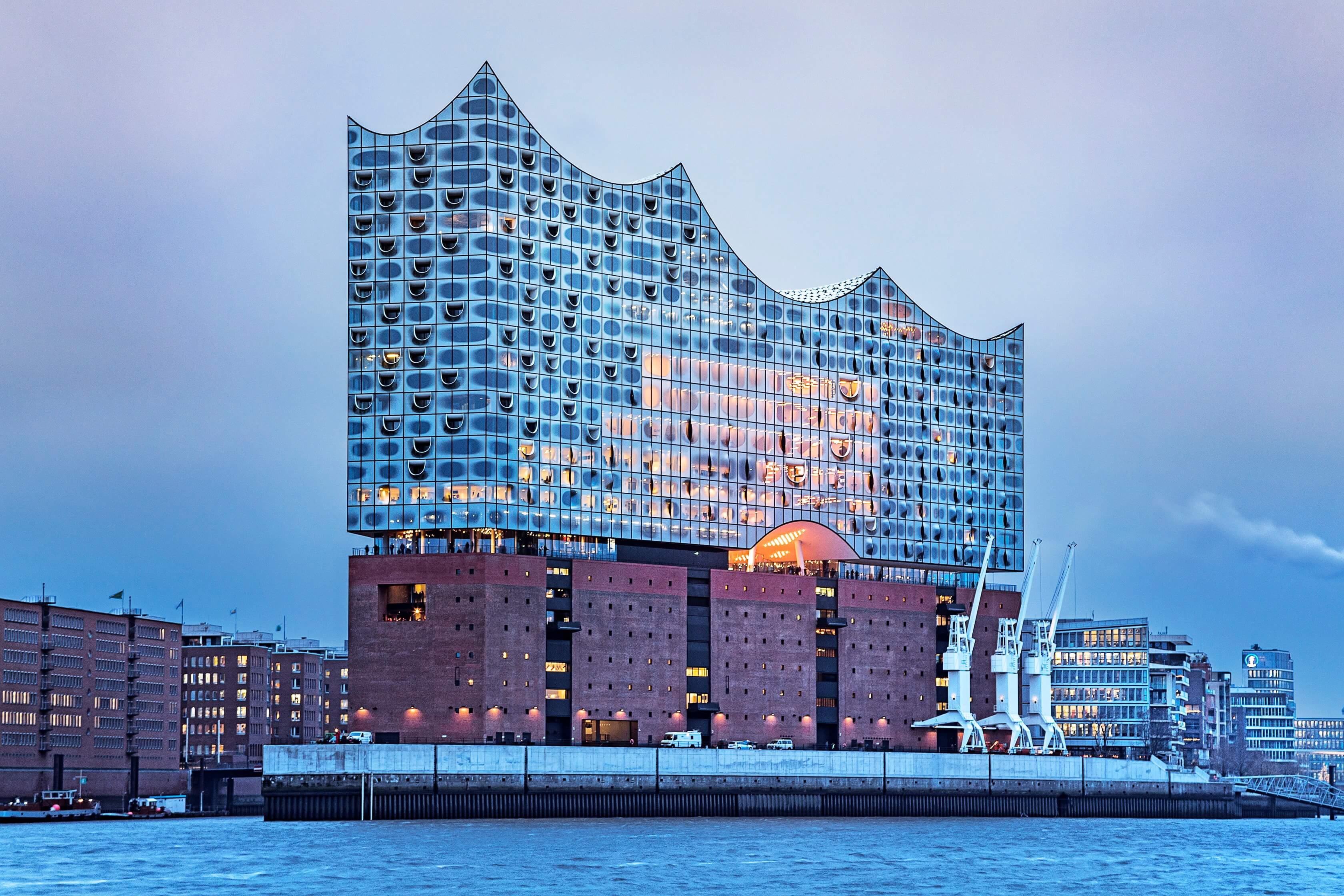 От скандального долгостроя до символа города: в Гамбурге открылась Эльбская филармония-320x180