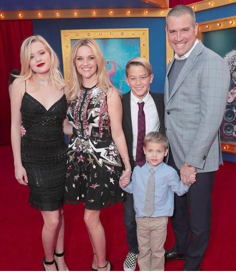 Риз Уизерспун с семьей