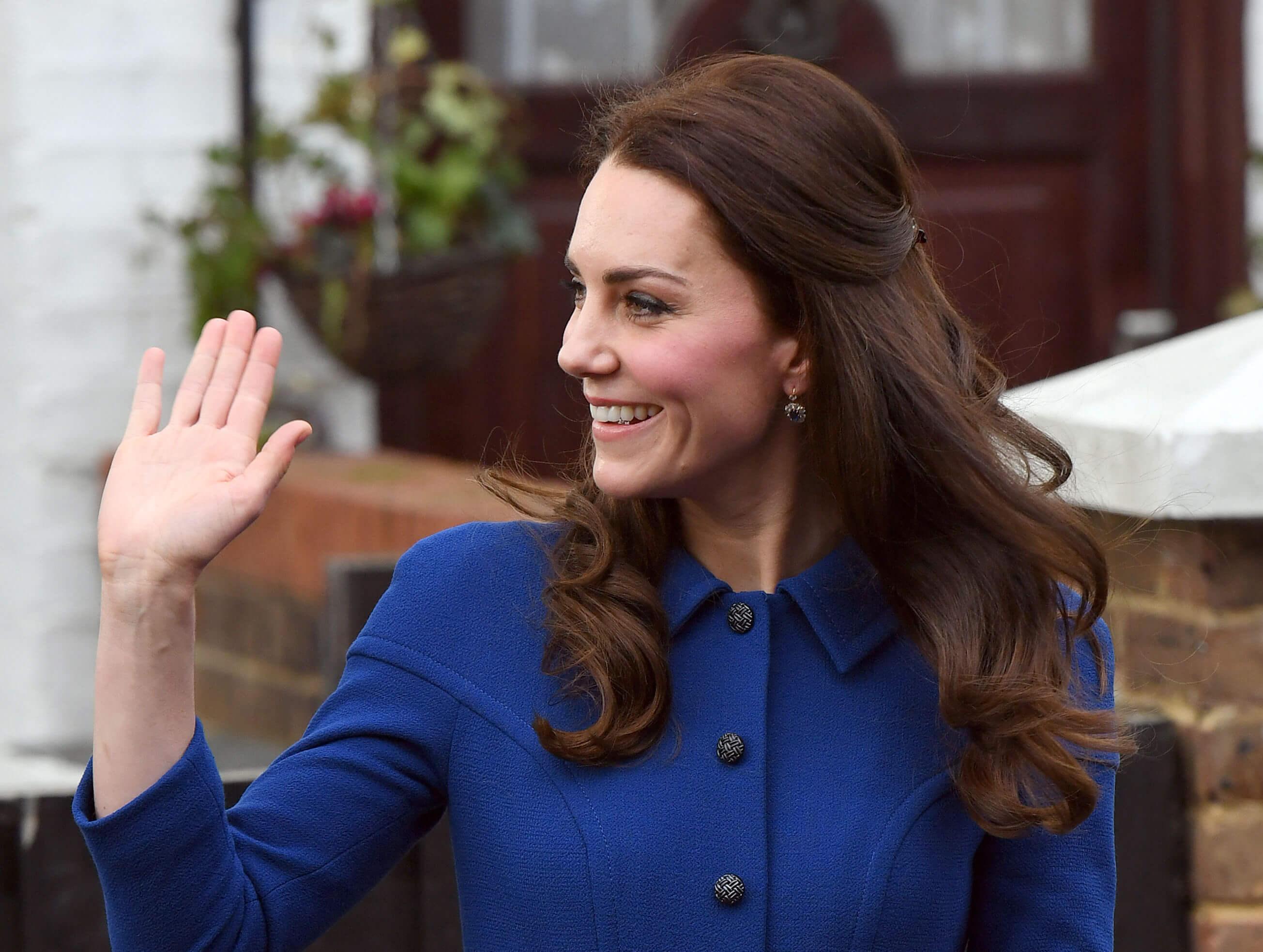 Герцогиня Кембриджская в платье-пальто Eponine London