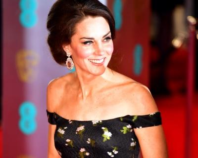 Образ дня: Кейт Миддлтон в платье Alexander McQueen-430x480