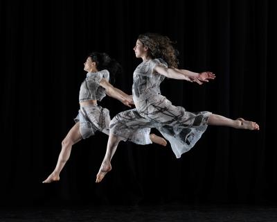 Постановки инклюзивнной танцевальной группы Candoco Dance Company-430x480