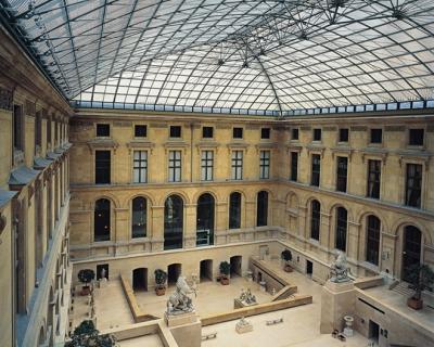 Louis Vuitton проведут показ в Лувре-430x480