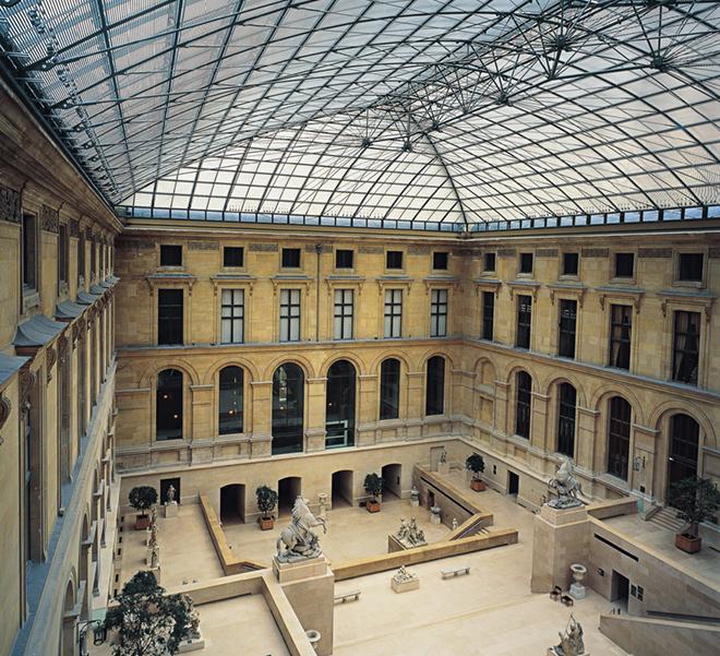 Louis Vuitton проведут показ в Лувре-320x180