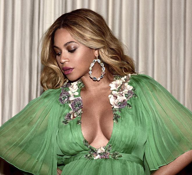 Образ дня: беременная Бейонсе в платье Gucci-320x180