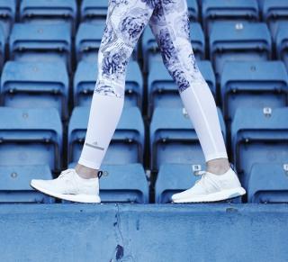 Стелла Маккартни и Adidas выпустили кроссовки из океанического пластика