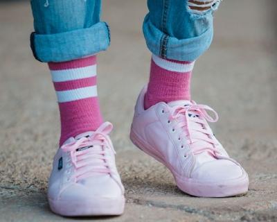 Ученые выяснили, почему шнурки постоянно развязываются-430x480