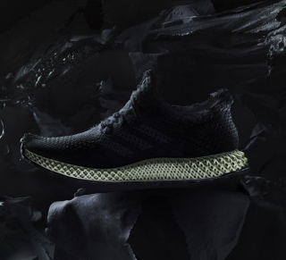 Adidas начинают массовый выпуск кроссовок, напечатанных на 3D-принтере