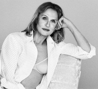 73-летняя Лорен Хаттон в кампейне белья Calvin Klein