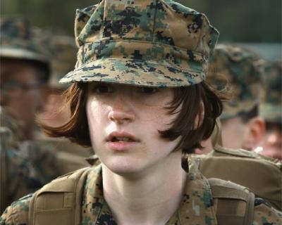 Корпус морской пехоты США выпустил рекламный ролик с женщиной-военной-430x480