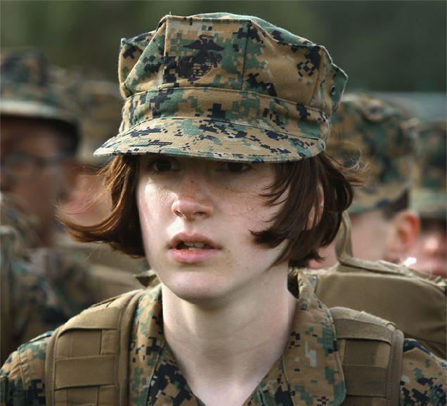 Корпус морской пехоты США выпустил рекламный ролик с женщиной-военной-320x180
