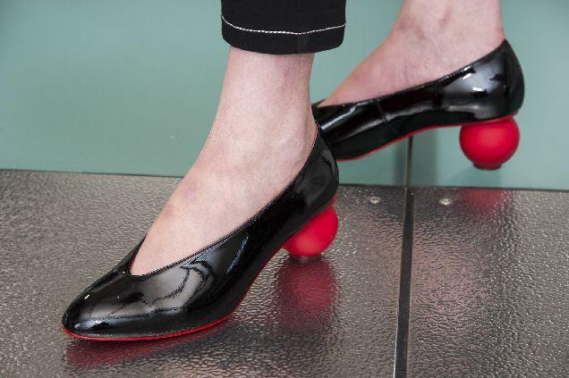 И в офис, и на свидание: 10 пар удобной обуви, которые захочется купить-320x180