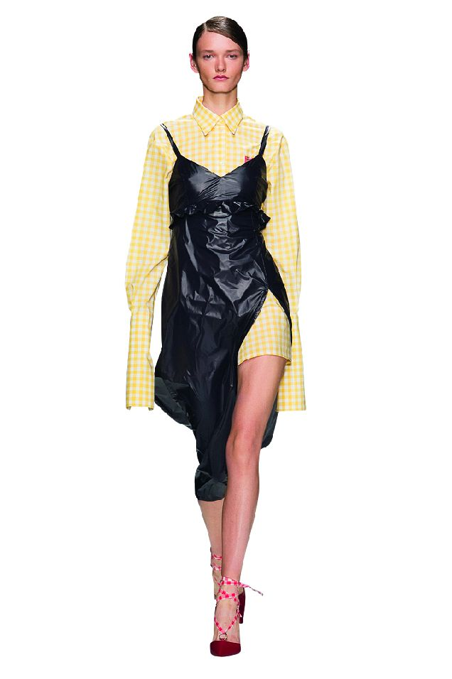 Выбираем юбки и платья с разрезами до бедра-320x180