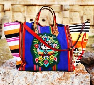 Кристиан Лубутен создал сумку с мастерицами племени майя