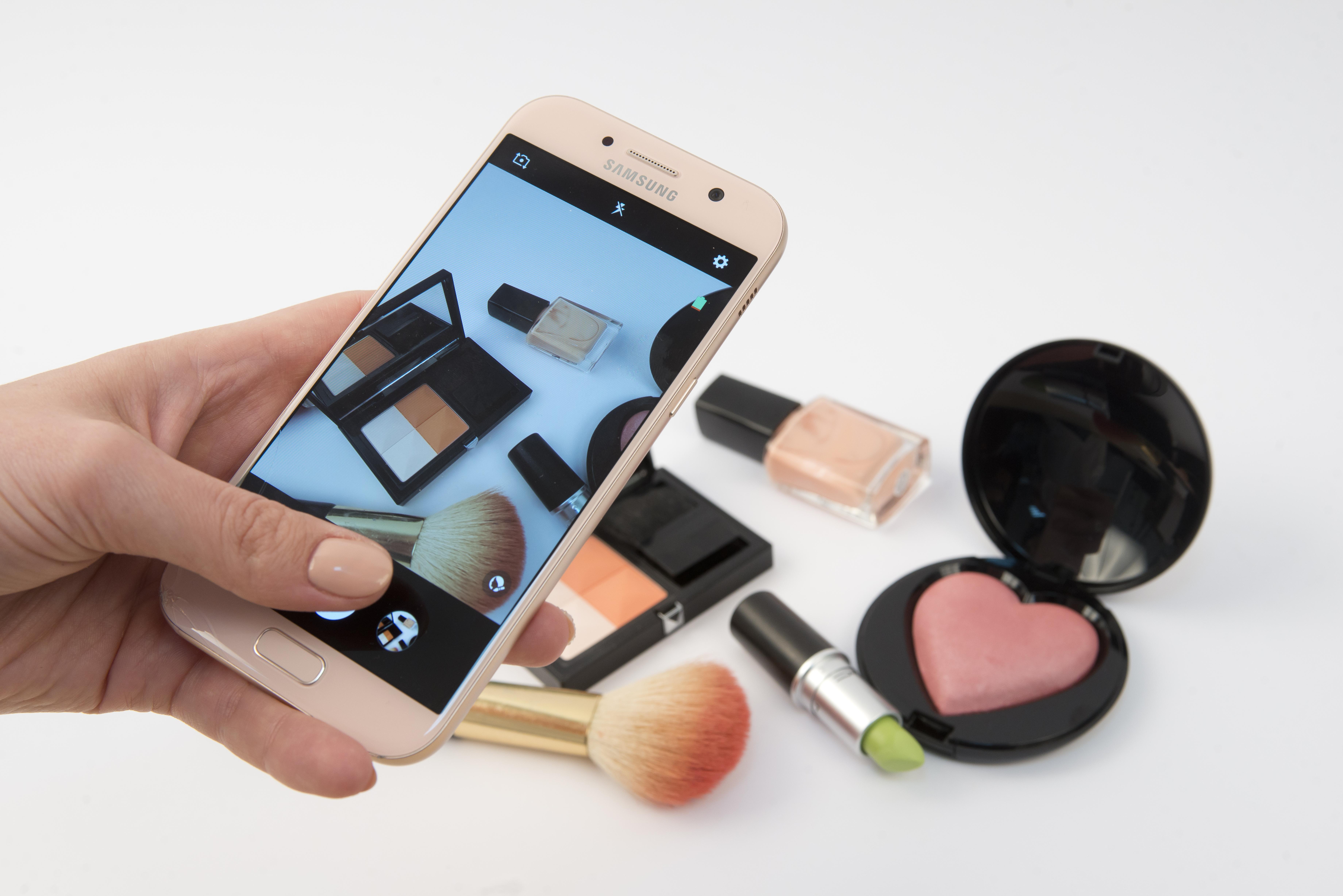 Тест-драйв: один рабочий день с новым смартфоном Samsung Galaxy A (2017)-320x180