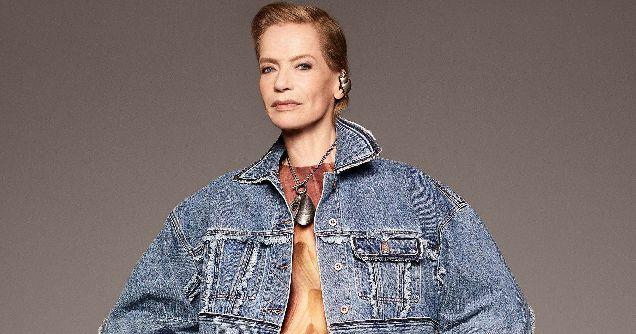 78-летняя модель стала лицом новой коллекции Acne Studios-320x180