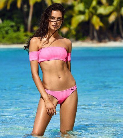 Как выглядеть круто на пляже: советы от девушек со всего мира-430x480