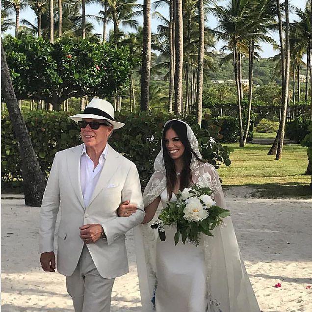 Дочь Томми Хилфигера вышла замуж в платье, созданным отцом-320x180