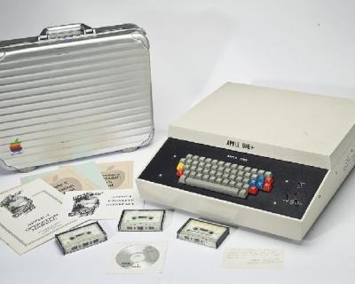 Первый компьютер Apple продали за 355 тысяч долларов-430x480