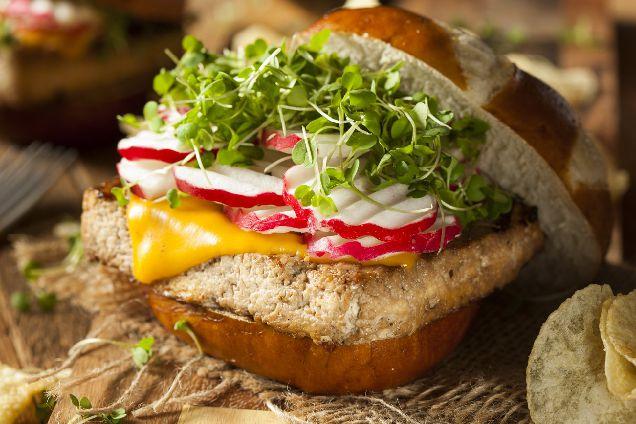 Меню для вегетарианского пикника: сальса, тофу и мохито-320x180