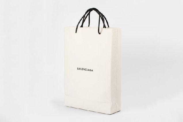 Balenciaga выпустили сумку-пакет за $ 1100-320x180