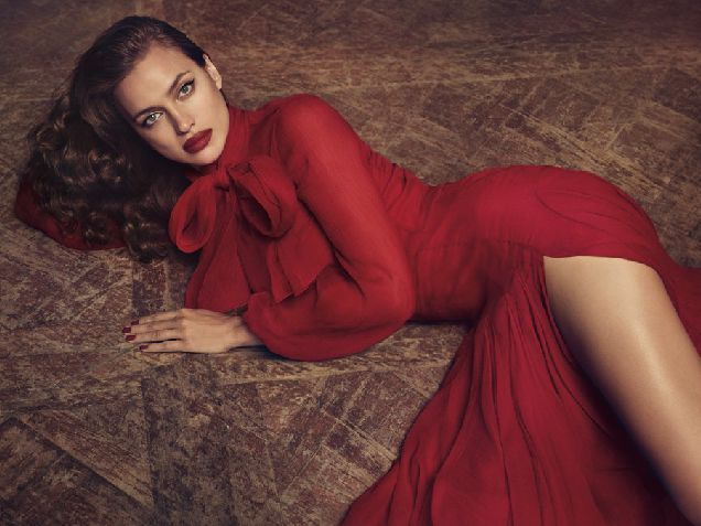 Ирина Шейк снялась в рекламной капмании Blumarine-320x180