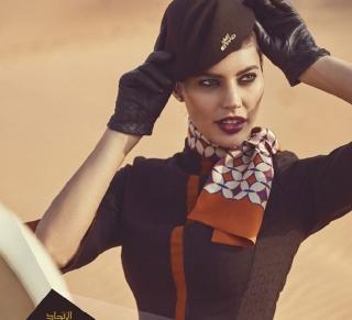 Высокая мода: самые стильные униформы стюардесс мира