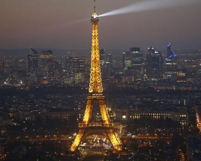 ВИДЕО: на Эйфелевой башне установили экстремальный аттракцион-430x480