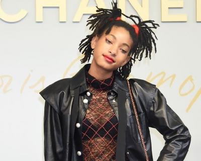ВИДЕО: 16-летняя Уиллоу Смит гуляет по Токио с сумкой Chanel's Gabrielle-430x480