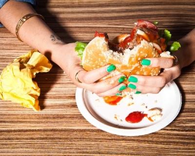 Список диетолога: вредные и полезные жиры в питании-430x480