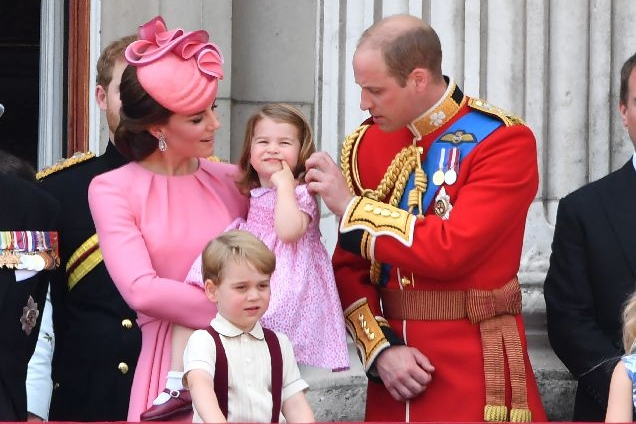 Кейт Миддлтон с детьми на дне рождении Королевы