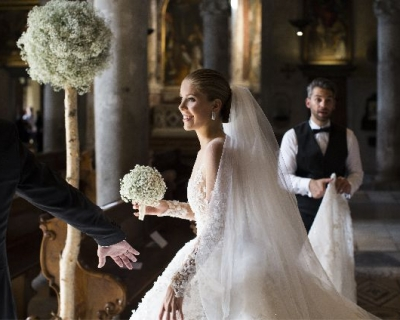 Наследница империи Swarovski вышла замуж в платье за миллион долларов-430x480