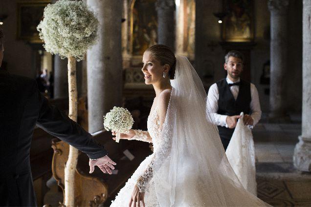 Наследница империи Swarovski вышла замуж в платье за миллион долларов-320x180