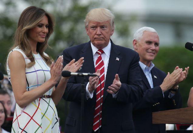 Образ дня: Меланья Трамп в разноцветном платье-320x180