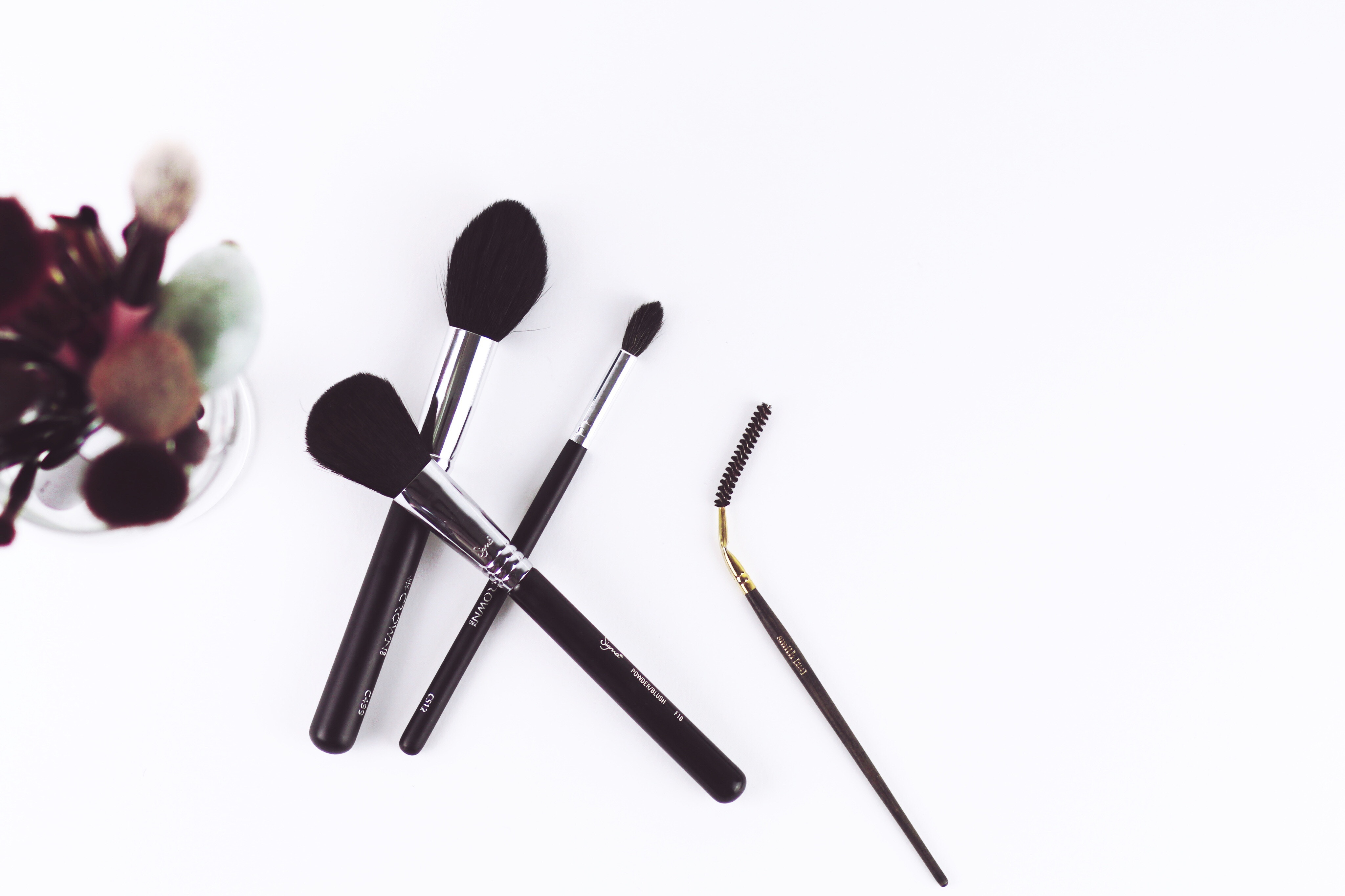 мифы о декоративной косметике