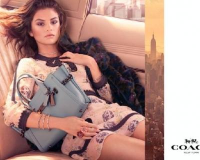 Селена Гомес снялась в рекламной кампании Coach-430x480