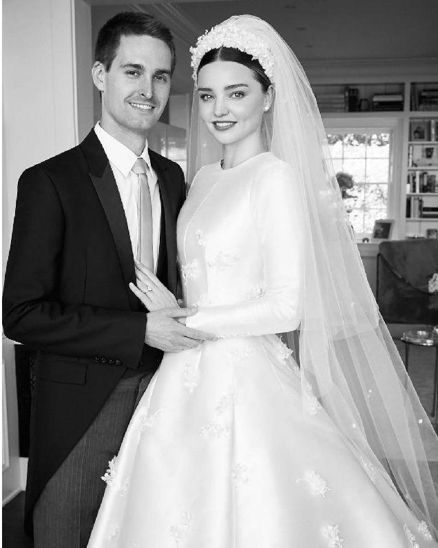Миранда Керр поделилась фото со своей свадьбы-320x180