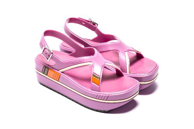 Как в моду вошли сандалии дачников-320x180