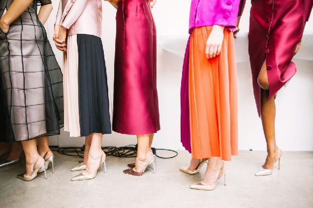Ниже колена: платья-миди, которые не захочется снимать